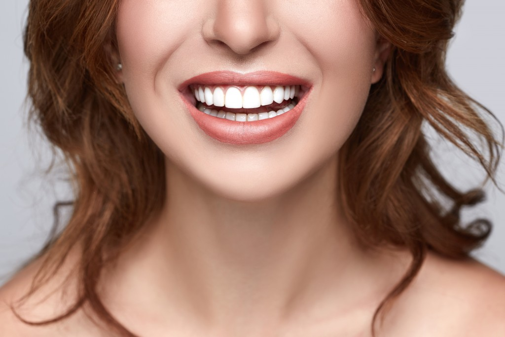 woman with straight teeth