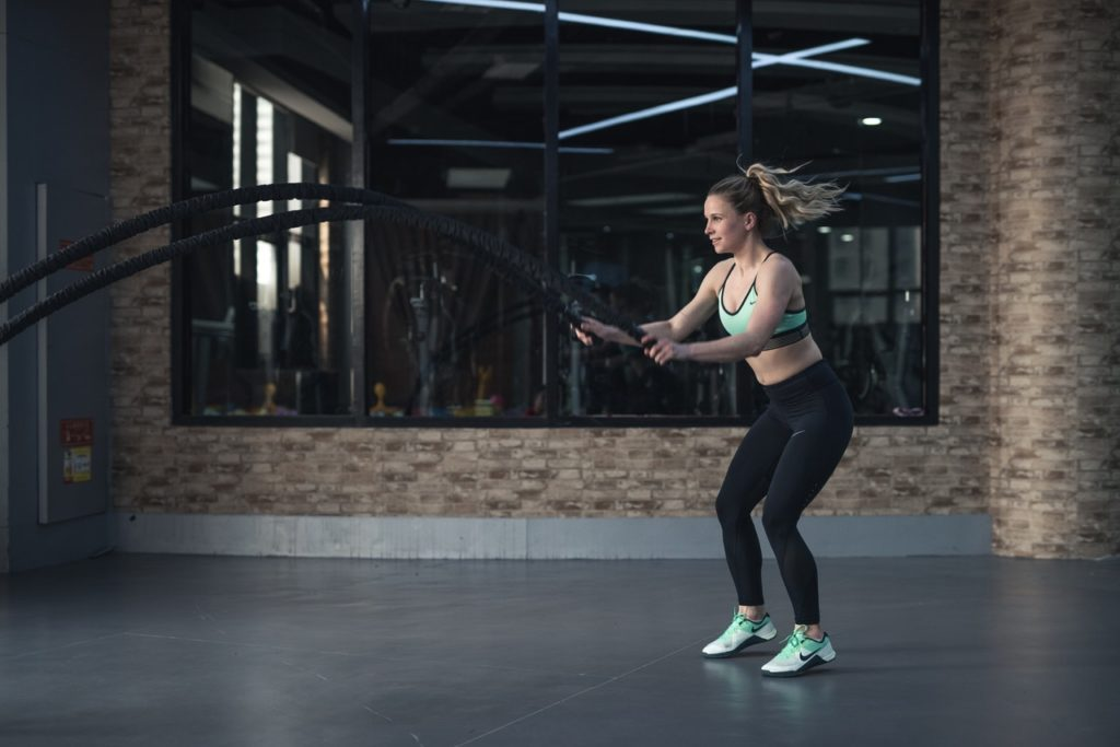 woman doing rope exercises