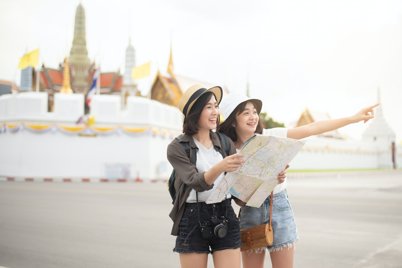 sisters traveling