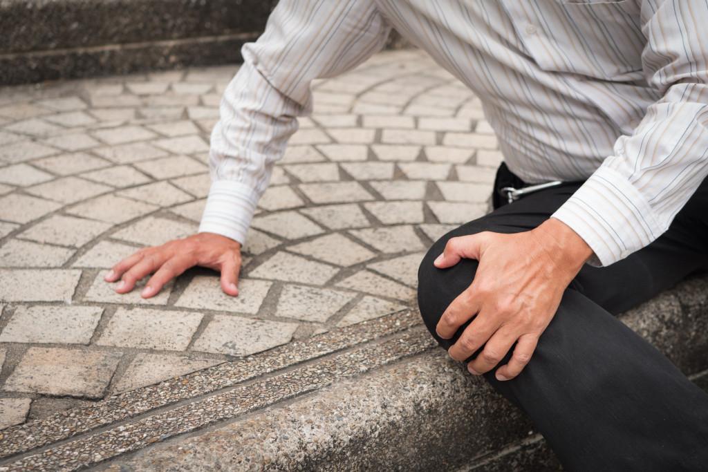 man holding his knee injured