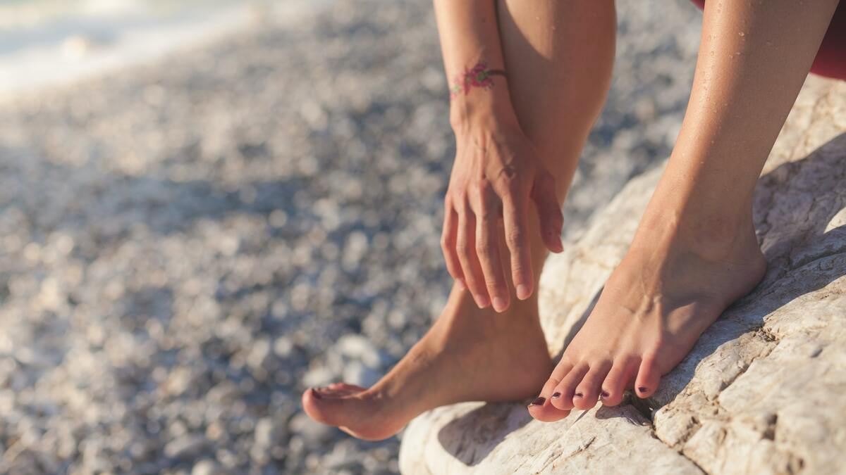 picture of feet on the beach